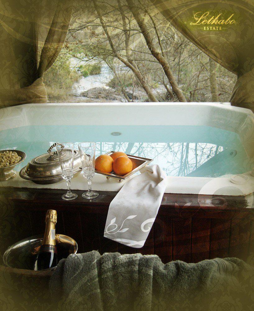 Romantic Getaways - Jacuzzi, Campaign, Fruit...